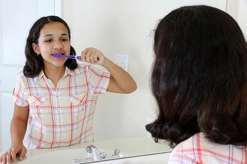 wpid ortho girl brushing